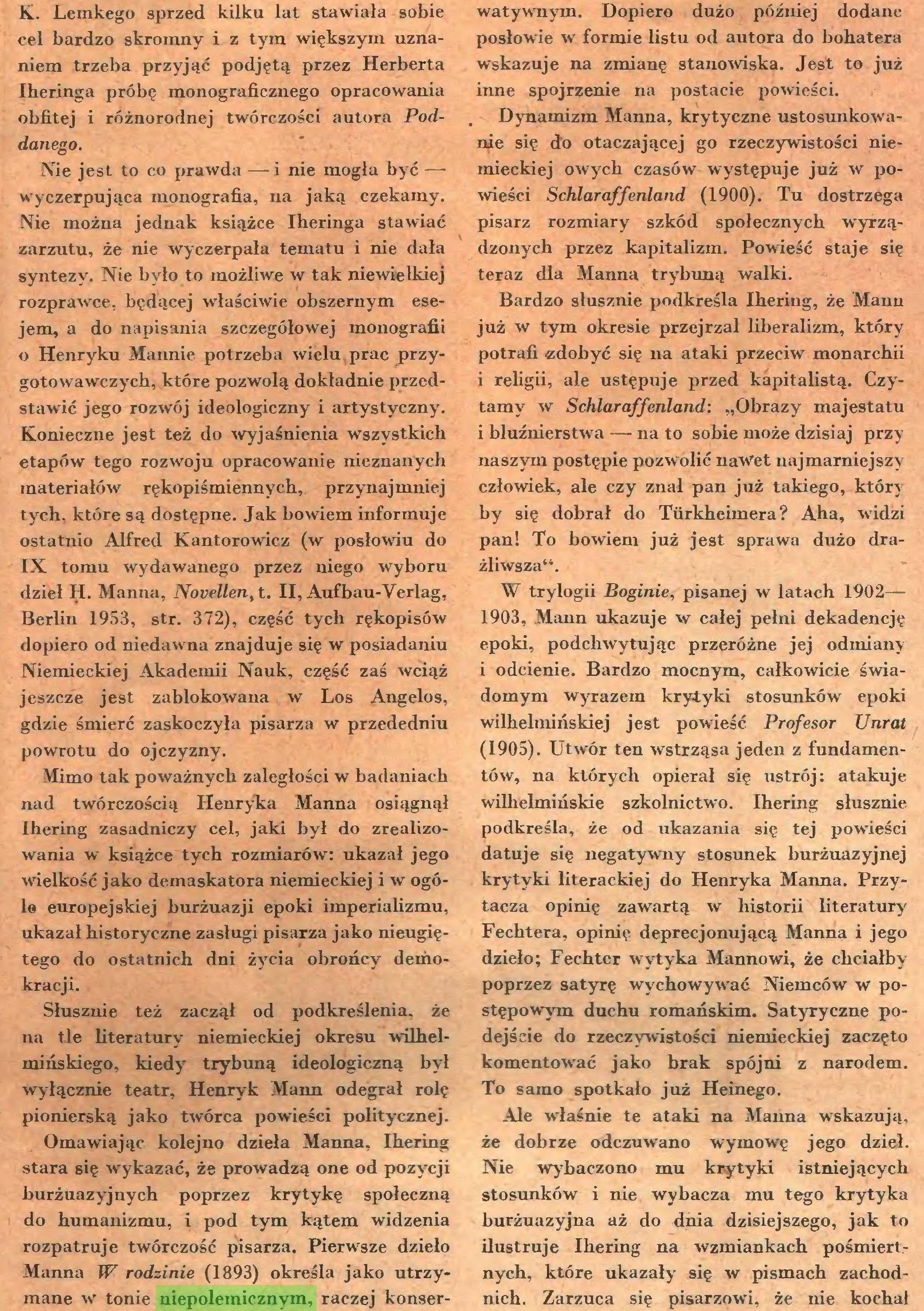 (...) Omawiając kolejno dzieła Manna, Ihering stara się wykazać, że prowadzą one od pozycji burżuazyjnych poprzez krytykę społeczną do humanizmu, i pod tym kątem widzenia rozpatruje twórczość pisarza. Pierwsze dzieło Manna W rodzinie (1893) określa jako utrzymane w tonie niepolemicznym, raczej konser¬ watywnym. Dopiero dużo później dodane posłowie w formie listu od autora do bohatera wskazuje na zmianę stanowiska. Jest to już inne spojrzenie na postacie powieści...