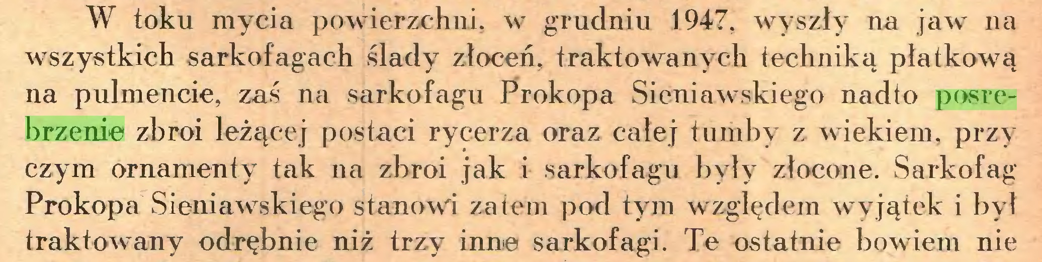 (...) W toku mycia powierzchni, w grudniu 1947, wyszły na jaw na wszystkich sarkofagach ślady złoceń, traktowanych techniką płatkową na pulmencie, zaś na sarkofagu Prokopa Sieniawskiego nadto posrebrzenie zbroi leżącej postaci rycerza oraz całej tumby z wiekiem, przy czym ornamenty tak na zbroi jak i sarkofagu były złocone. Sarkofag Prokopa Sieniawskiego stanowi zatem pod tym względem wyjątek i był traktowany odrębnie niż trzy inne sarkofagi. Te ostatnie bowiem nie...